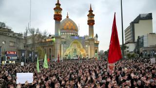 Δολοφονία Σουλεϊμανί: «Καζάνι που βράζει» το Ιράν, ο Χαμενεΐ ορκίζεται «σκληρή εκδίκηση»
