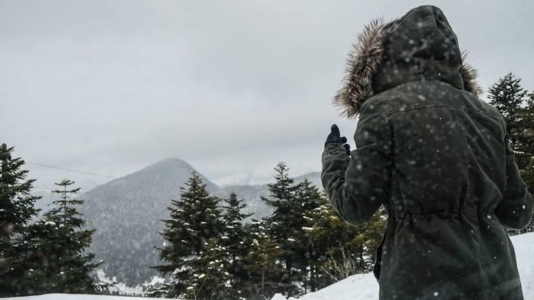 Κακοκαιρία «Ηφαιστίων»: Ψύχος και χιόνι από το απόγευμα – Οι περιοχές που θα «ντυθούν» στα λευκά