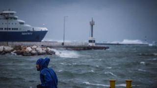Κακοκαιρία «Ηφαιστίων»: Σε ποια λιμάνια είναι δεμένα τα πλοία