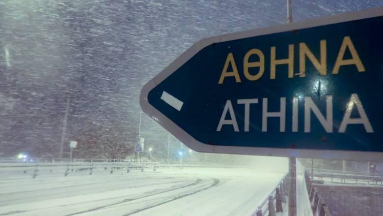 «Ηφαιστίων»: Θεοφάνεια με χιόνι - Νιφάδες και στο κέντρο της Αθήνας