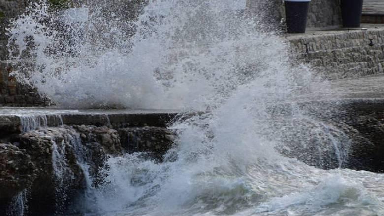 Έως και 11 μποφόρ οι άνεμοι στο Αιγαίο - Απαγορευτικό απόπλου από τα λιμάνια της Αττικής