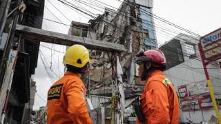 Ινδονησία: Δεκάδες οι νεκροί από την κατάρρευση κτηρίου