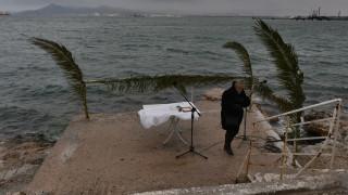 Θεοφάνεια 2020: Μετ' εμποδίων ο αγιασμός των υδάτων σε όλη τη χώρα λόγω «Ηφαιστίωνα»