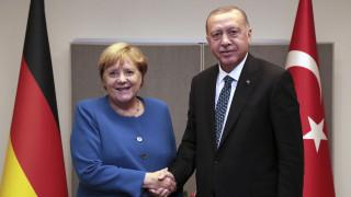 Τηλεφωνική επικοινωνία Ερντογάν - Μέρκελ στη σκιά της τουρκικής εκστρατείας στη Λιβύη