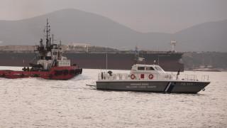 Παραμένει ακυβέρνητο εν μέσω θαλασσοταραχής το Aeolos στο Μυρτώο πέλαγος