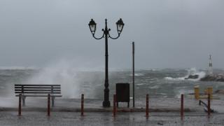 «Ηφαιστίων»: Αποχωρεί σταδιακά η κακοκαιρία με σποραδικές βροχές και καταιγίδες