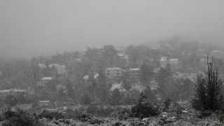 «Ηφαιστίων»: Κάτω από το χιόνι «θάφτηκε» το χωριό Σέττα στην Εύβοια - Χωρίς ρεύμα όλη νύχτα