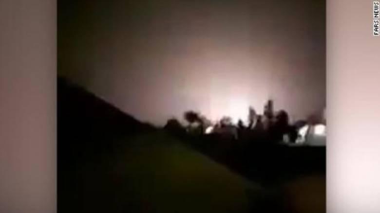 Επίθεση του Ιράν σε βάσεις των ΗΠΑ: Βίντεο από τη στιγμή που οι ρουκέτες πέφτουν στη βάση Αλ Άσατ