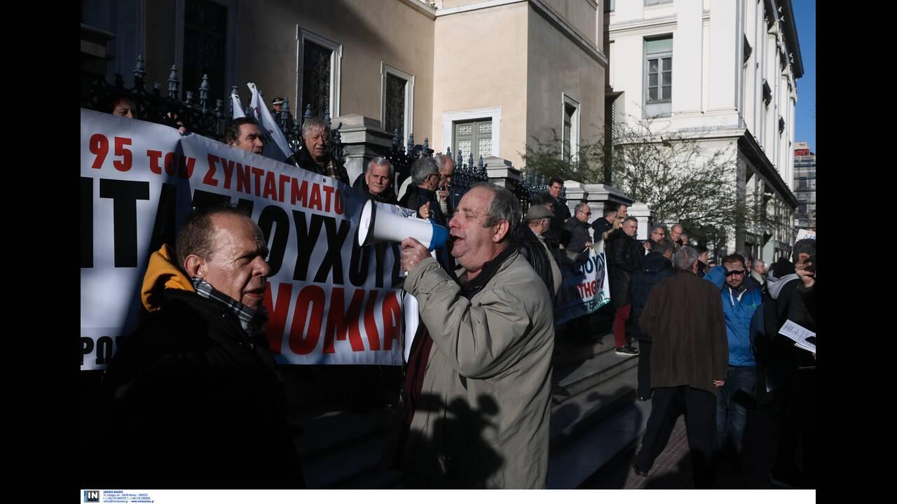 https://cdn.cnngreece.gr/media/news/2020/01/10/203611/photos/snapshot/syntaksiouxoi1.jpg