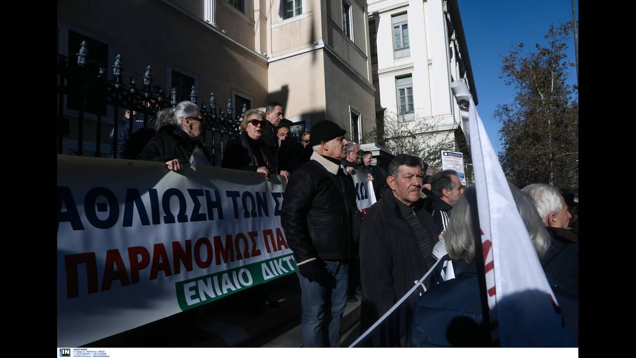 https://cdn.cnngreece.gr/media/news/2020/01/10/203611/photos/snapshot/syntaksiouxoi2.jpg