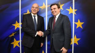 Συνάντηση Δένδια - Σχοινά στις Βρυξέλλες: Ψηλά στην ατζέντα θέματα της ΕΕ