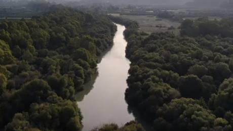 Ο τοξικός κίνδυνος στις όχθες του Αλφειού – Αποκαλυπτικό βίντεο από drone