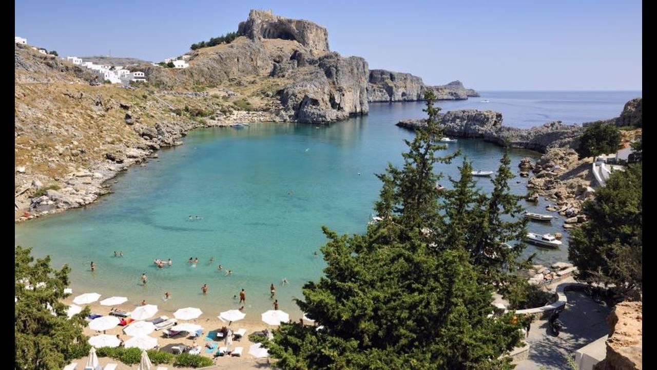https://cdn.cnngreece.gr/media/news/2020/01/11/203679/photos/snapshot/AgiosPavlos4.jpg