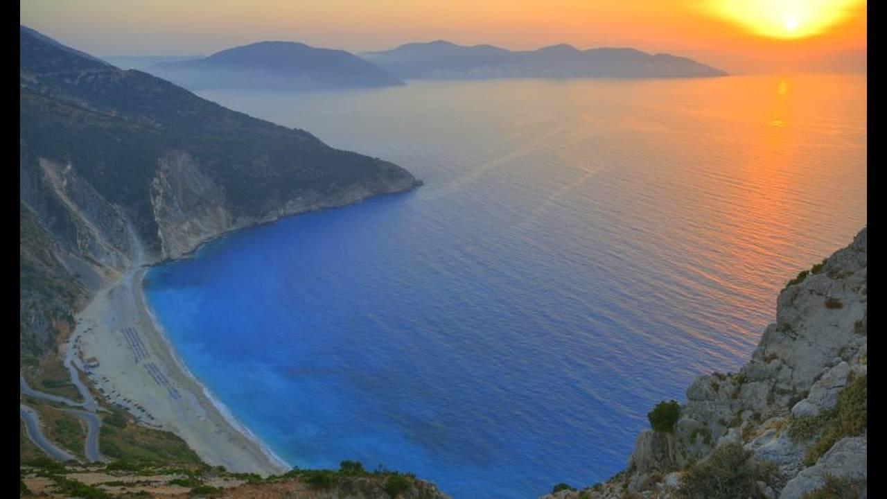 https://cdn.cnngreece.gr/media/news/2020/01/11/203679/photos/snapshot/Myrtos10.jpg