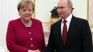 Κάλεσμα Πούτιν-Μέρκελ για ειρηνευτικές συνομιλίες για τη Λιβύη
