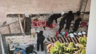 Νέα φωτογραφικά ντοκουμέντα από τις επιχειρήσεις στο Κουκάκι - Στον εισαγγελέα οι συλληφθέντες
