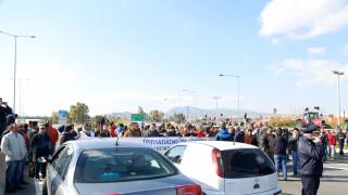 Λαμία: Κάτοικοι έκλεισαν την Εθνική Οδό διαμαρτυρόμενοι για το hotspot στη Μαυρομαντήλα