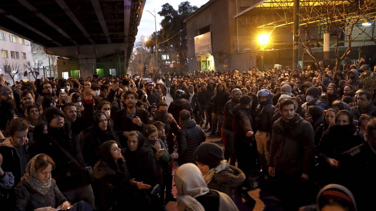 Ουκρανικό Boeing: Το Ιράν κάλεσε τον Βρετανό πρεσβευτή επειδή ήταν σε εκδήλωση στη μνήμη των θυμάτων