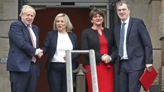 Ο Μπόρις Τζόνσον «χαιρετίζει» τη συμφωνία Ενωτικών-Ρεπουμπλικανών στη Βόρεια Ιρλανδία