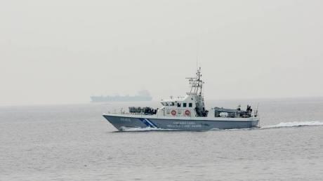 Ναυάγιο στους Παξούς: Συνελήφθησαν τρεις φερόμενοι διακινητές – Ήταν ανάμεσα στους διασωθέντες