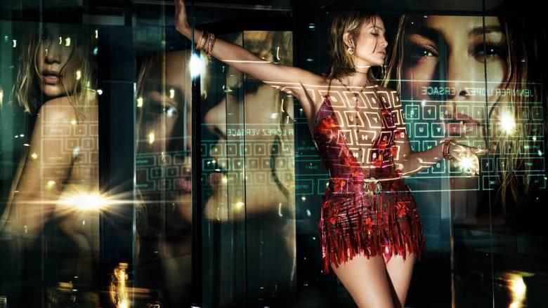 Η Τζένιφερ Λόπεζ πρωταγωνιστεί στη νέα καμπάνια του οίκου Versace (pics&vid)