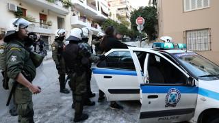 Κουκάκι: Πώς περιγράφουν οι αστυνομικοί τις επιθέσεις που δέχθηκαν από τους καταληψίες