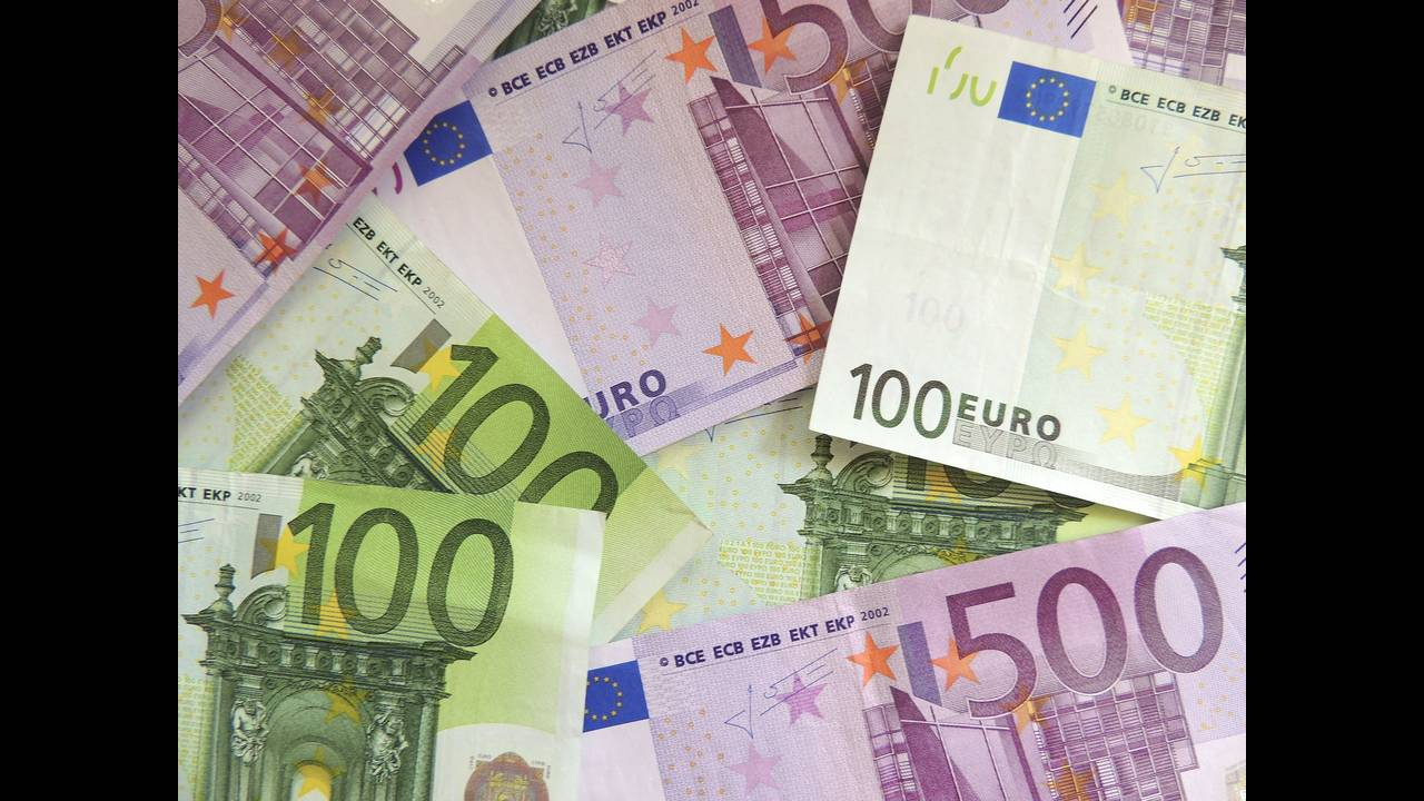 https://cdn.cnngreece.gr/media/news/2020/01/15/204060/photos/snapshot/money-171539_1920.jpg