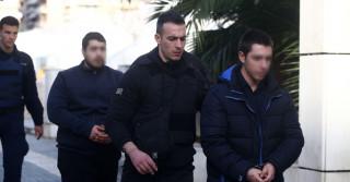 Δίκη Τοπαλούδη: Ο πατέρας της Ελένης έδωσε το χέρι του στους γονείς των κατηγορούμενων