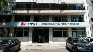 Πυρά ΣΥΡΙΖΑ στον Πέτσα: Μέσα στην απόγνωσή του, υιοθετεί λέξη προς λέξη όσα είπε η Ράικου