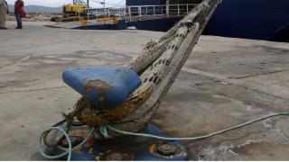 Μηχανική βλάβη σε επιβατηγό πλοίο στο λιμάνι Λαυρίου