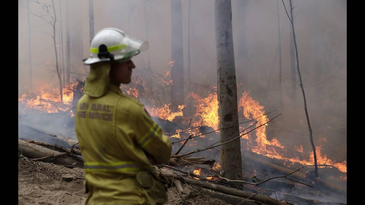 https://cdn.cnngreece.gr/media/news/2020/01/16/204179/photos/snapshot/australia-fires.jpg