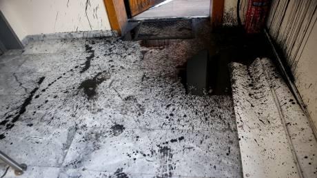 Επίθεση κουκουλοφόρων σε γραφεία εφημερίδων