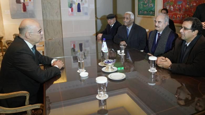 Κρίσιμες επαφές Μητσοτάκη - Δένδια με τον στρατάρχη της Λιβύης, Χαλίφα Χαφτάρ