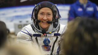 Πήγε για να μείνει: Η αστροναύτης Κριστίνα Κόχ έσπασε το ρεκόρ παραμονής στο διάστημα