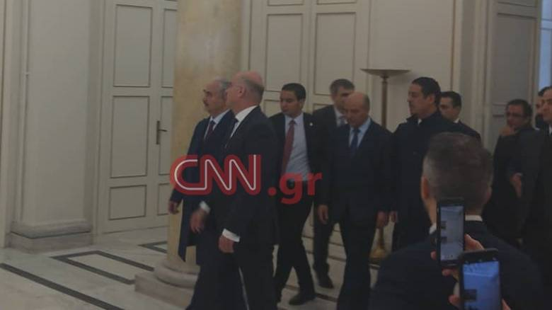 Σε εξέλιξη η συνάντηση Δένδια με τον στρατάρχη της Λιβύης, Χαφτάρ