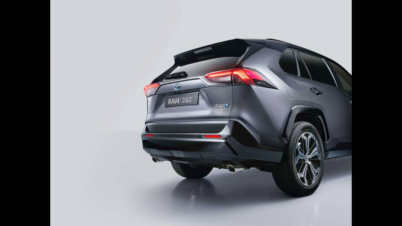 https://cdn.cnngreece.gr/media/news/2020/01/17/204329/photos/snapshot/TOYOTA-RAV4-PHEV-11.jpg
