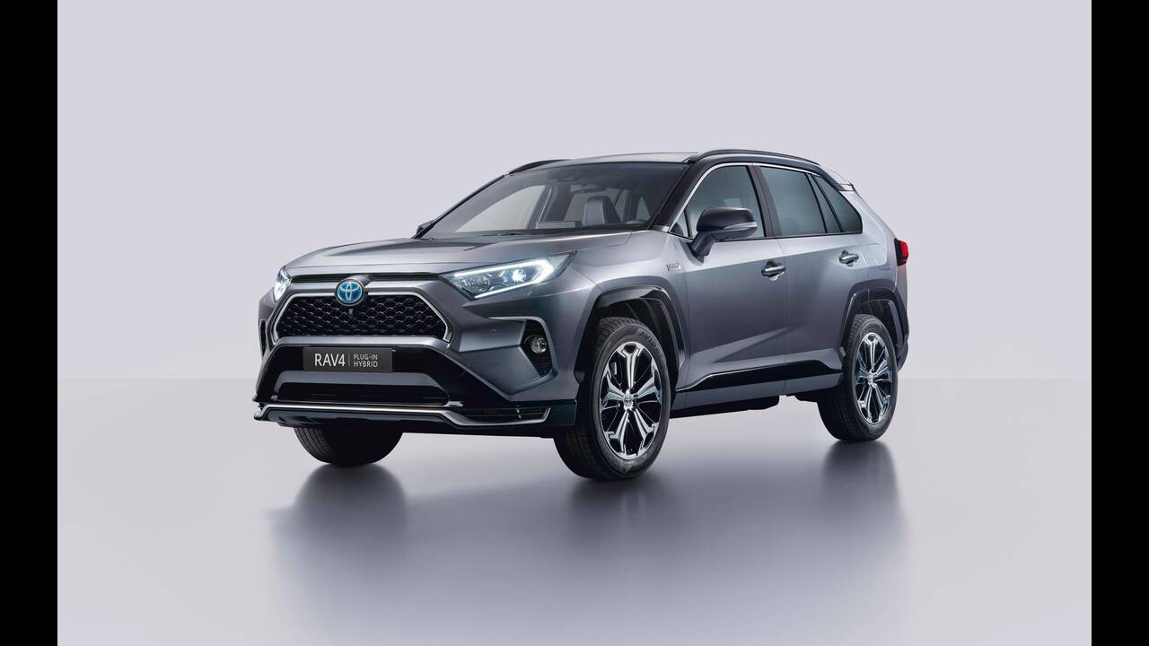 https://cdn.cnngreece.gr/media/news/2020/01/17/204329/photos/snapshot/TOYOTA-RAV4-PHEV-3.jpg