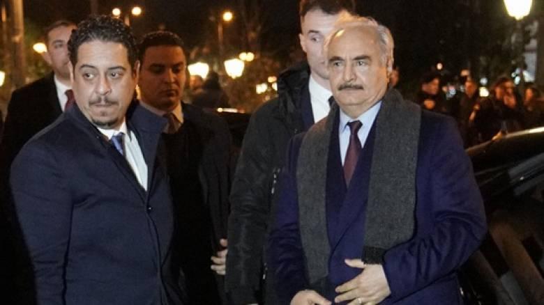 «Βράζει» ο τουρκικός Τύπος: Στην Ελλάδα ο «πραξικοπηματίας» Χαφτάρ