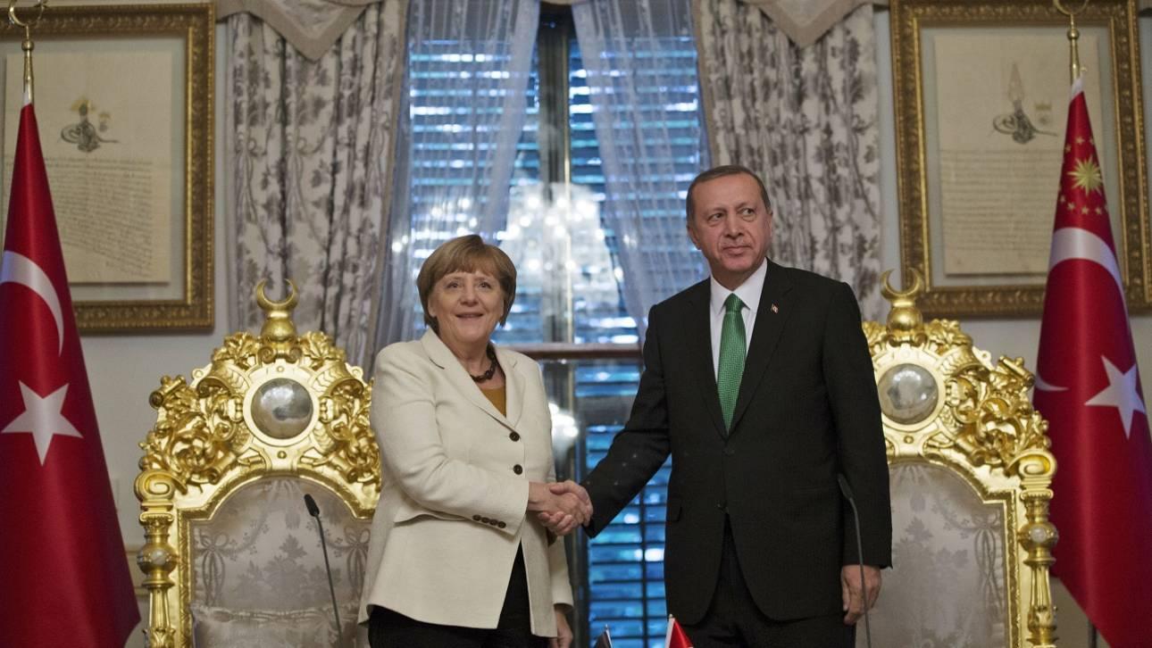 Στην Κωνσταντινούπολη η Μέρκελ - Συνάντηση με τον Ερντογάν