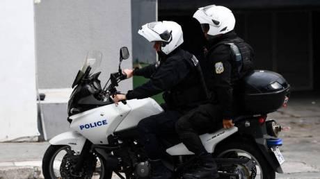 Κουκουλοφόροι προσπάθησαν να επιτεθούν σε αστυνομικούς της ΔΙΑΣ στην Πατησίων