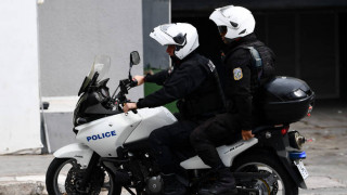 Κουκουλοφόροι επιτέθηκαν σε αστυνομικούς της ΔΙΑΣ στην Πατησίων