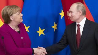 Διάσκεψη Βερολίνου: Τηλεφωνική επικοινωνία Μέρκελ - Πούτιν