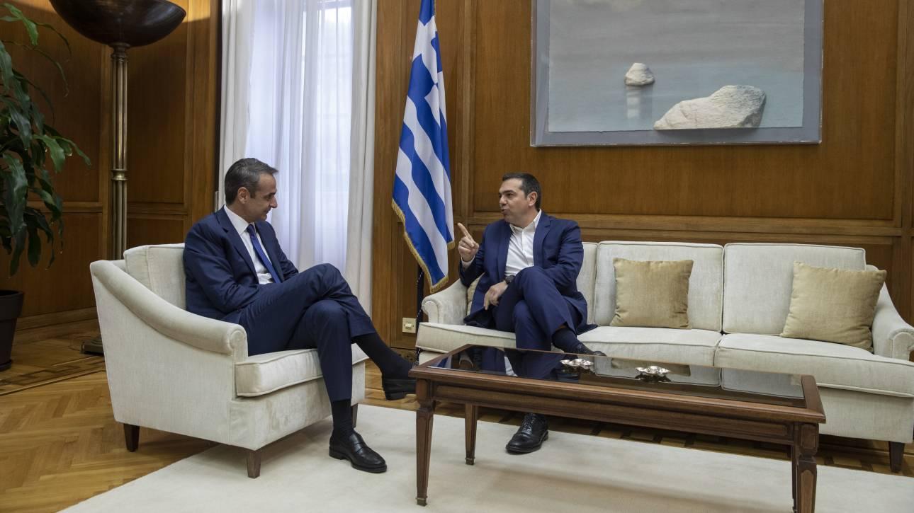 Κόντρα κυβέρνησης - Τσίπρα για την απουσία του πρωθυπουργού από τη Βουλή
