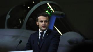 Γαλλία: Προσπάθησαν να λιντσάρουν τον Μακρόν – Τον φυγάδευσαν οι δυνάμεις ασφαλείας