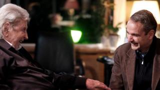 Επίσκεψη Μητσοτάκη στον Μίκη Θεοδωράκη - Συζήτησαν και για εθνικά θέματα