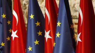 Η ΕΕ απαντά στις παράνομες ενέργειες της Άγκυρας με νέα περικοπή κονδυλίων