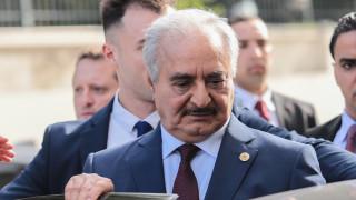 Έφτασε στο Βερολίνο ο Χαφτάρ ενόψει της κρίσιμης διάσκεψης