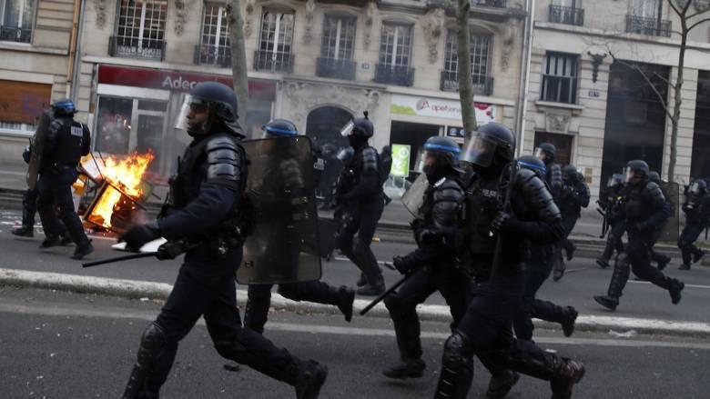 Γαλλία: 30 συλλήψεις κατά την κινητοποίηση των «κίτρινων γιλέκων»