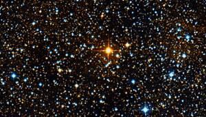 Το μεγαλύτερο άστρο UY Scuti (Ασπίδος). Έχει ακτίνα περίπου 1.700 μεγαλύτερη από τον Ήλιο μας. Αν βρισκόταν στο κέντρο του δικού μας ηλιακού συστήματος, η άκρη του θα έφθανε πέρα από την τροχιά του Δία, ενώ τα αέρια και η σκόνη του πέρα από την τροχιά το