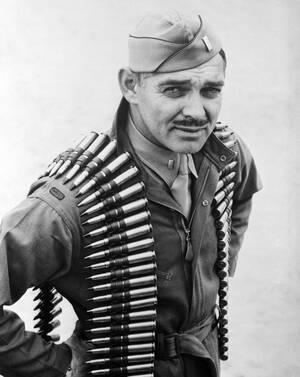 1943, Φλόριντα. Ο ηθοποιός Κλαρκ Γκέιμπλ έχει καταταγεί στο στρατό και λαμβάνει μέρος σε ασκήσεις. Ο Γκέιμπλ είναι πυροβολητής σε αεροπλάνα.